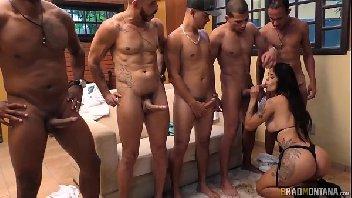 Safada fodeu na suruba com alguns machos