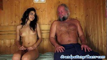 Ninfeta safada transando com o velho avô