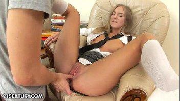 Sexo anal com ninfa peladinha gozando com muito tesão