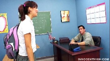 Aluna precisava de nota e atacou o seu professor