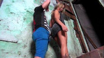 Putinha da favela deu gostoso para o camarada
