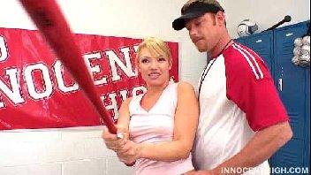 Mulher loirona fodendo com o treinador safado