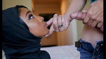 Porno legal com morena gostosa mamando e recebendo pau