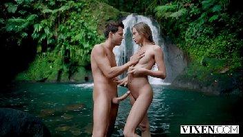 Xvds ninfeta safada em sexo com o macho na ilha