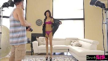 Porno surpresa quente namorada na sala de casa dando a xota
