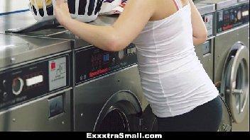 Reetube empradinha sexy fodendo na lavanderia
